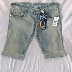 Roxy faded Jean slim fit shorts. NWT Size 7